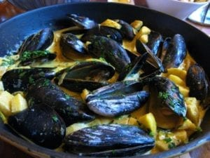 Steamed Mussels with Apples and Thyme-Scented Cream